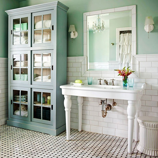 marble_tile_cottage_bathroom