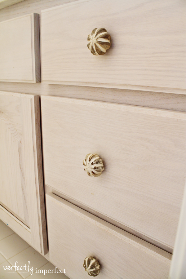 bath_cabinet_closeup
